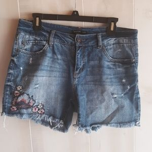 Embroidered distressed shorts